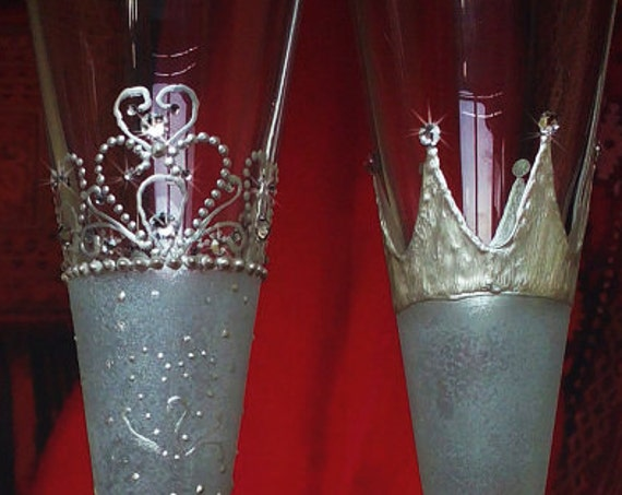 Royal wedding Set of 2 toasting hand painted champagne flutes Crown King Queen wedding Swarovski crystals White color