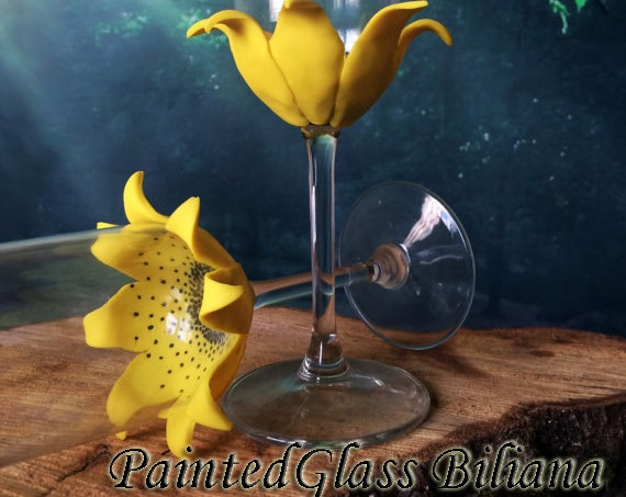SET of 2  handmade champagne flutes wedding glasses Sunflower