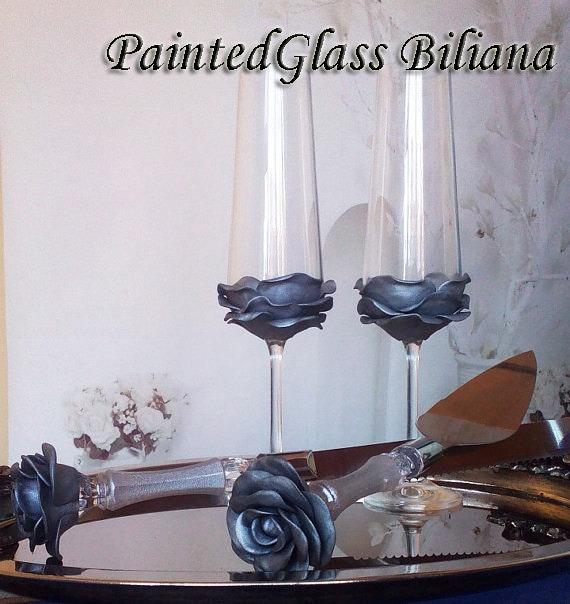 Set of 2 hand decorated Wedding Glasses champagne flutes Silver Rose Cake set