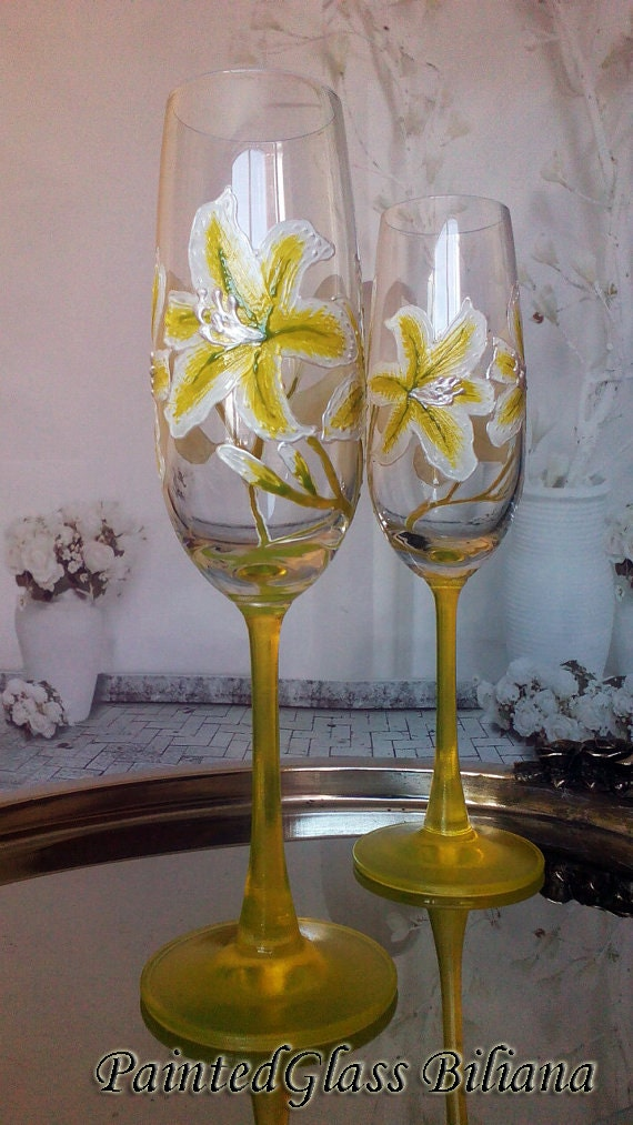 Set of 2 hand painted personalized wedding flower champagne flutes Day Lily in white and light green color
