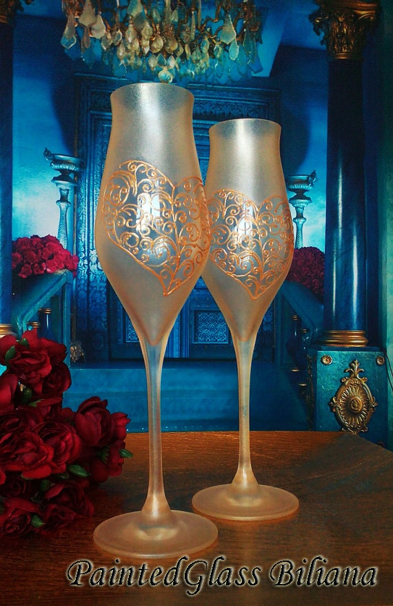 Free Shipping CRYSTAL SET of 2 hand painted wedding champagne flutes Real Love Lace Heart glasses