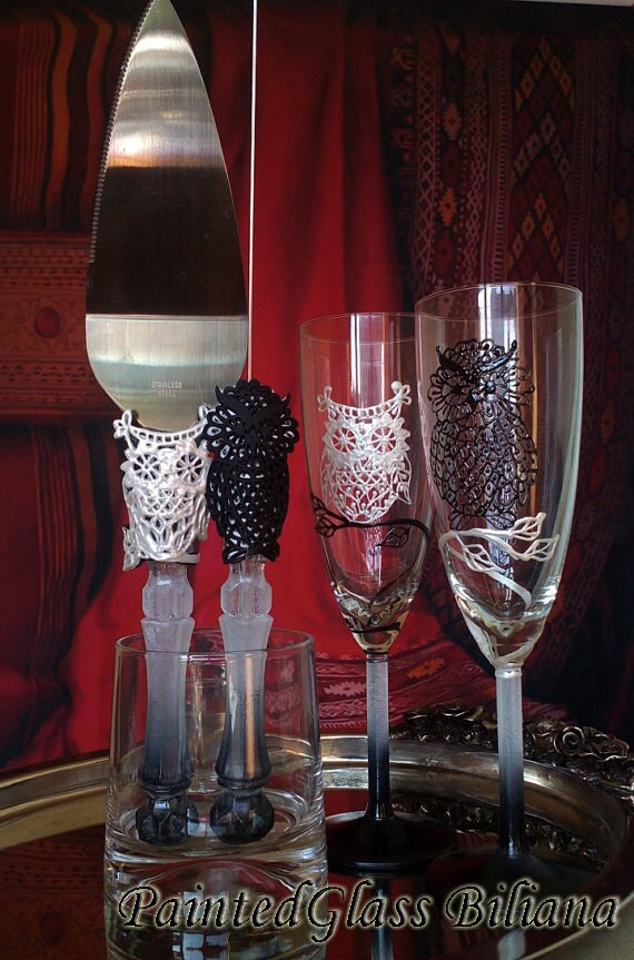 Wedding Glasses Champagne Flutes Set of 2 Owl couple in Black and White lace