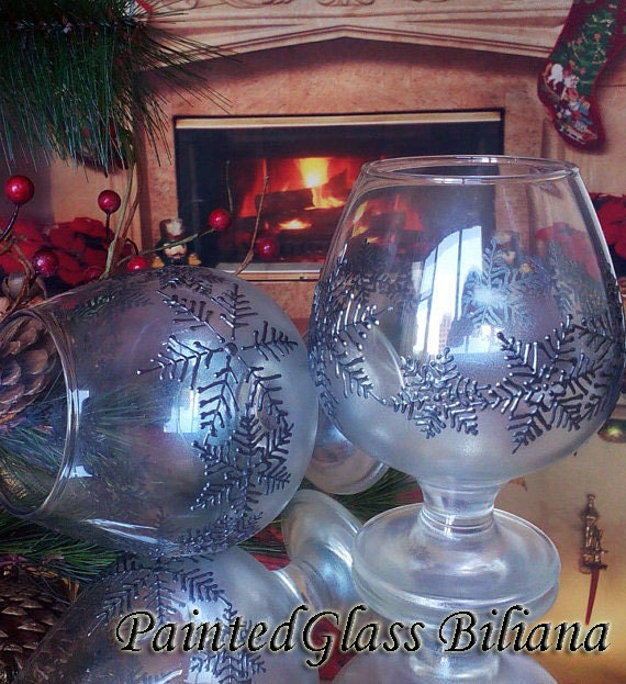 Christmas Winter Set of 2 Hand Painted brandy/ whiskey/ cognac glasses Silver snowflakes
