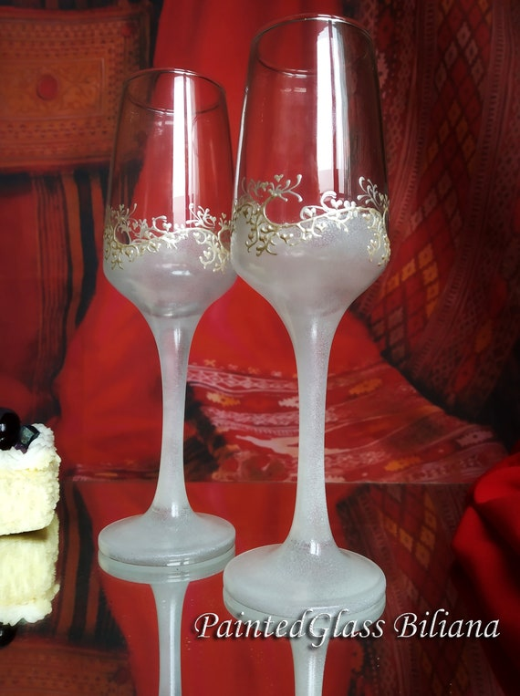 Set of 2 hand painted champagne flutes Lace Gatsby style in white