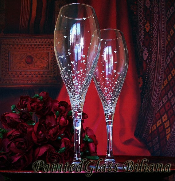 Set of 2 hand painted white wine/ champagne glasses Valentine's day in pearly white color