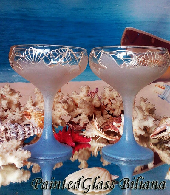 Beach Sea wedding Set of 2 hand painted champagne flutes in pearly white and blue