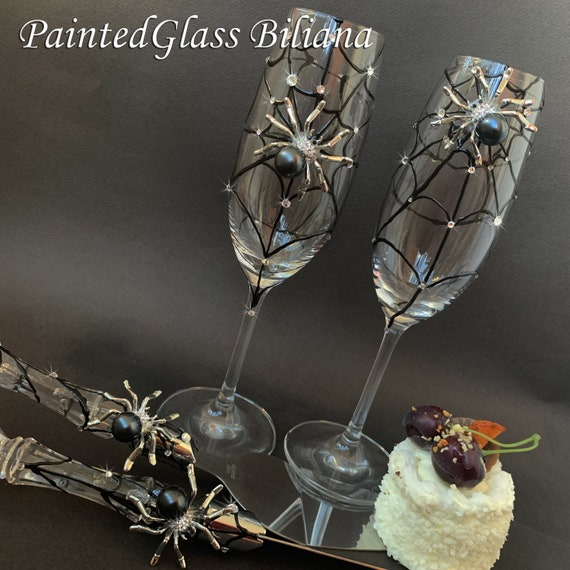Black spider wedding champagne flutes and cake serving set, knife and cake server Halloween wedding theme