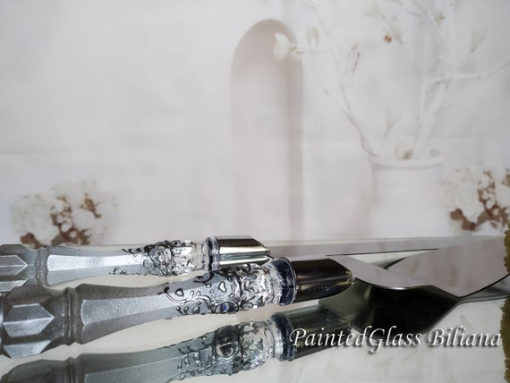 White silver Gatsby style cake server and knife