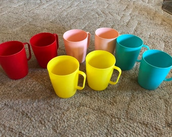 Lustro Ware set of 8 plastic mugs