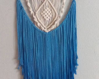 Macrame in blue and white
