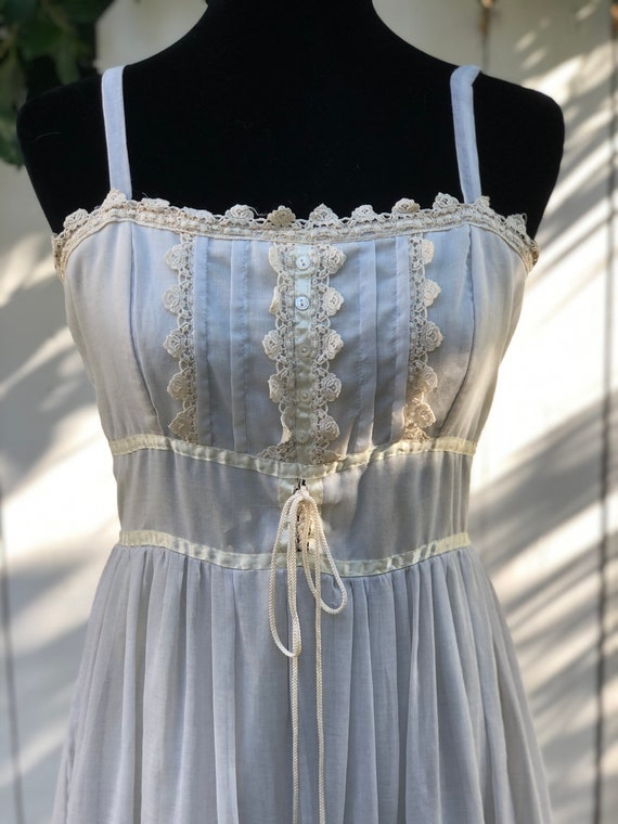 Gorgeous ethereal Gunne Sax sundress. Vintage 13