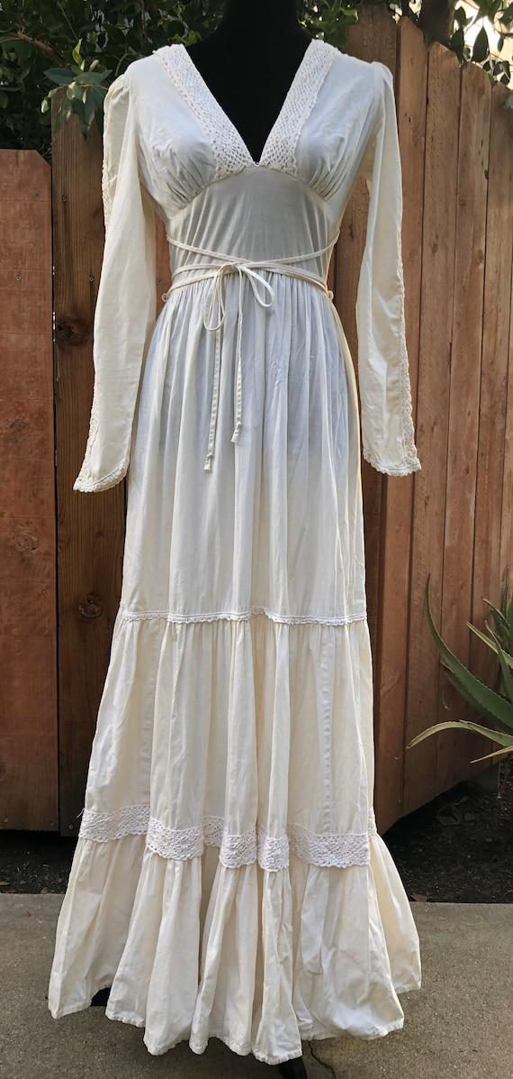 Gorgeous boho dress.
