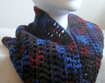 Chimenea azul azul, rojo y marrón de la chimenea chimenea ganchillo azul azul capucha lana