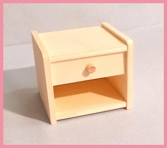 table de nuit en bois miniature pour barbie fashion royalty. Black Bedroom Furniture Sets. Home Design Ideas
