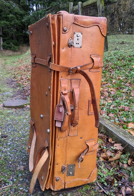 Vintage Travel Trunk Tanned Leather with straps – 1930s