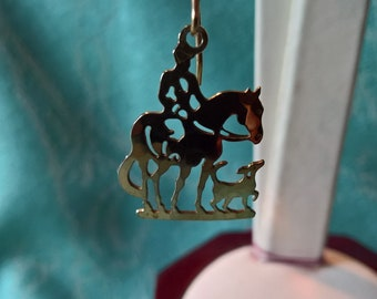 Vintage Silver Plated Hunter & hound Etched Earrings