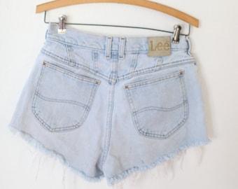 8c449f83bb vintage LEE high rise waist cut off denim mom jean shorts 28 *651