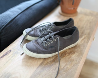 ccb3f240816f vintage VANS gray coated canvas shoes mens 10
