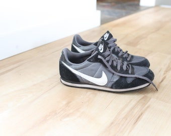best website 951d0 98dd8 vintage NIKE gray   white leather waffle sneakers mens 9 1 2