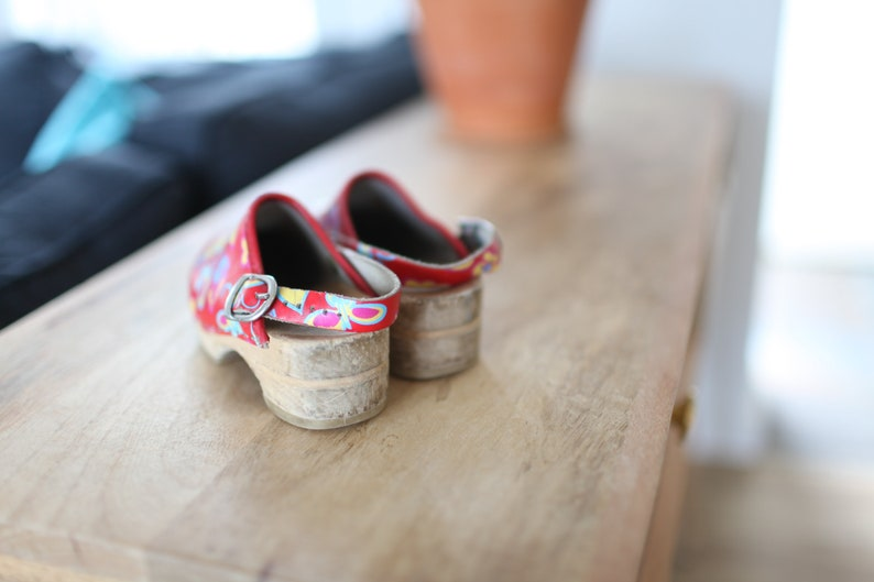 vintage sanita red flower slip on wooden clogs kids 9