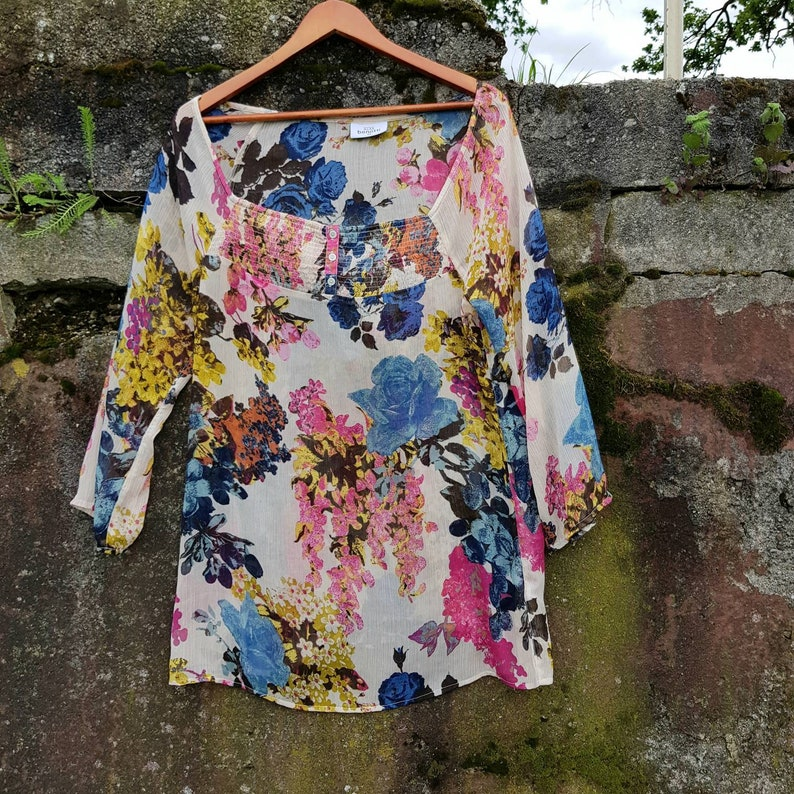 tunic floral print Boho Summer Style Size Medium to Extra Large vintage  90s clothing Colorful  blouse 34 sleeves