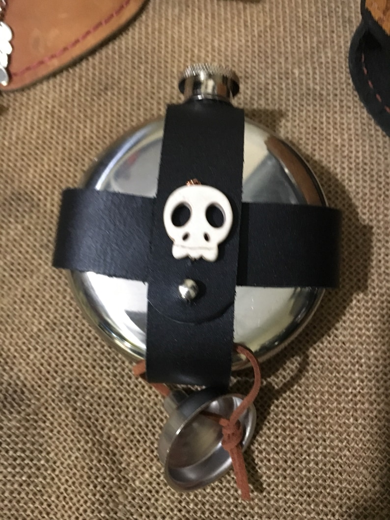 Round 5oz Flask Leather fits on belt