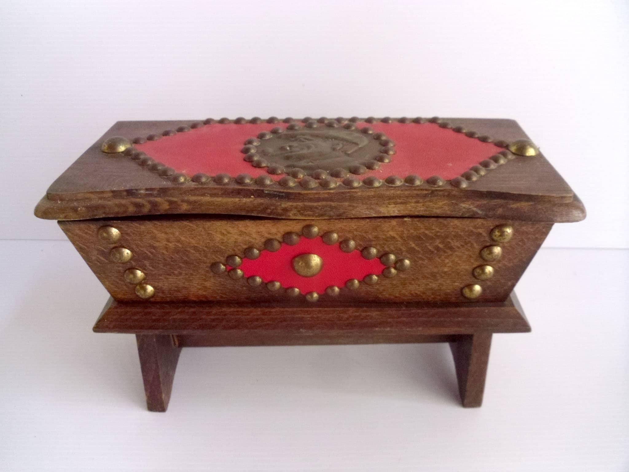 Deco De Table Bretonne basque wood box, smoking box, handmade breton wood box, rustic folk art,  french vintage.