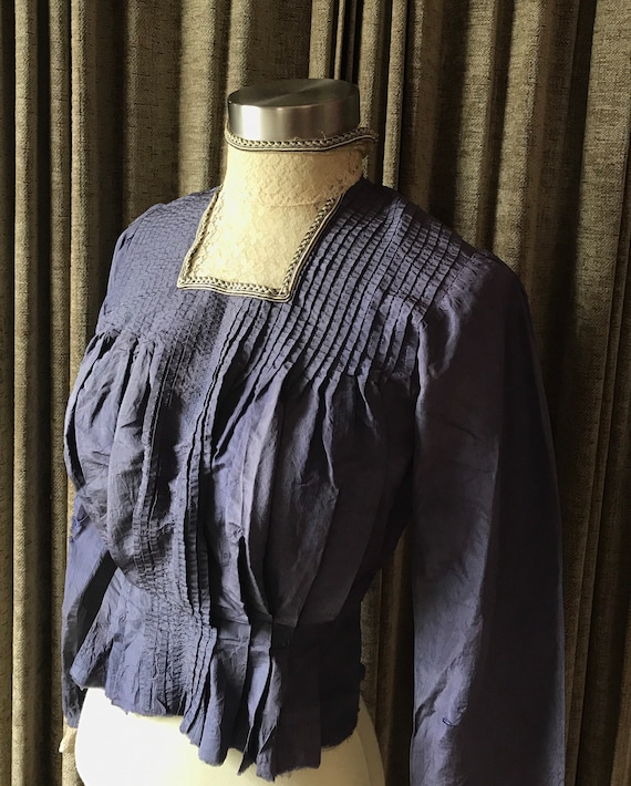 Edwardian Purple Silk Blouse with Lace Collar and