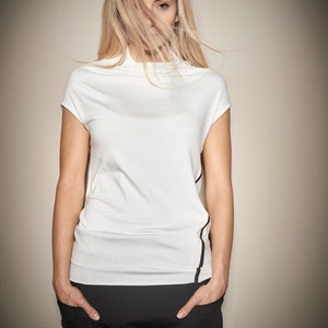 Minimalist Off-White Top  Short Sleeved Top  Women/'s Off-White Blouse Casual Top  Asymmetrical Top by AryaSense 1PPWASS14
