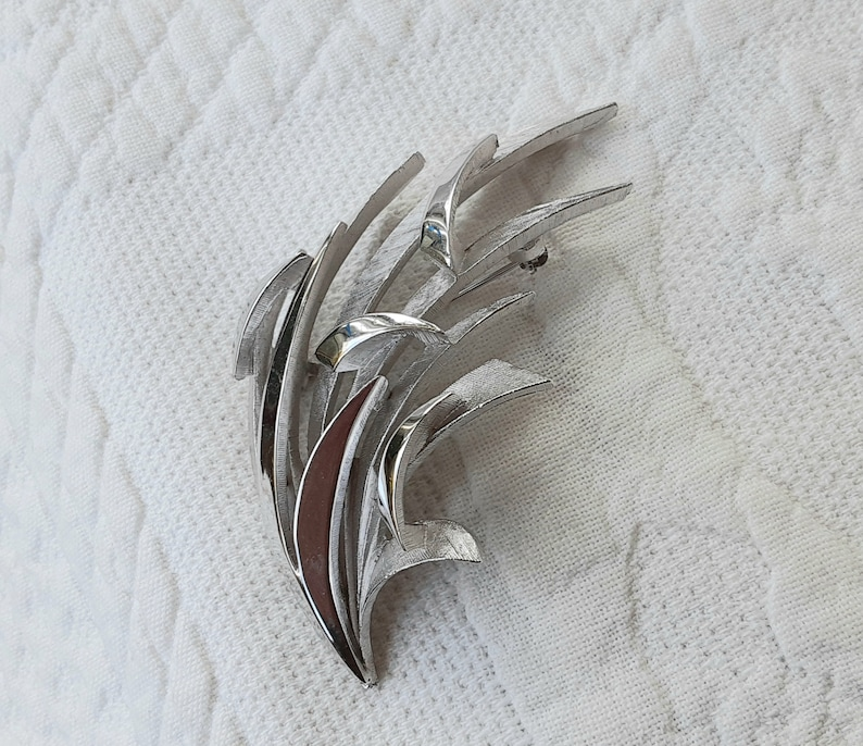 Trifari Signed Brooch Silver Tone Blades of Grass Seaweed Pin Textured /& Shiny Vintage