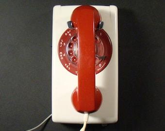 Vintage rotary Phone - Western Electric model 554 - 1975
