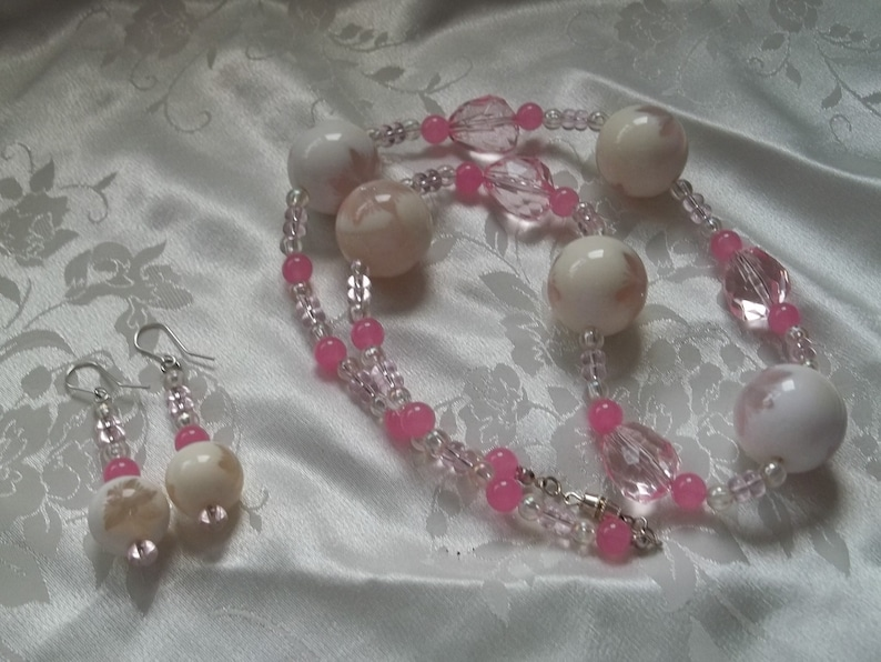 Pink and White Beaded Floral Flower Acrylic Jewellery Set 24 24 inch Necklace Earrings #S001