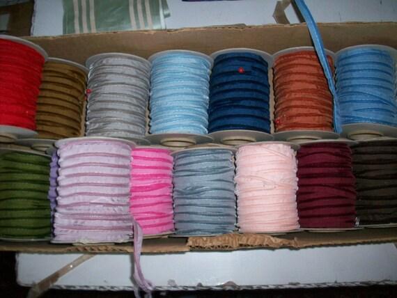 5 verges. Bord de tuyauterie/cordon nylon Vintage velours fabriqué en Suisse
