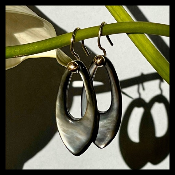 The Lea Mother Of Pearl Earrings. 18k Gold.