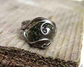 Natural Moldavite Gemstone Ring made with Tiffany technique