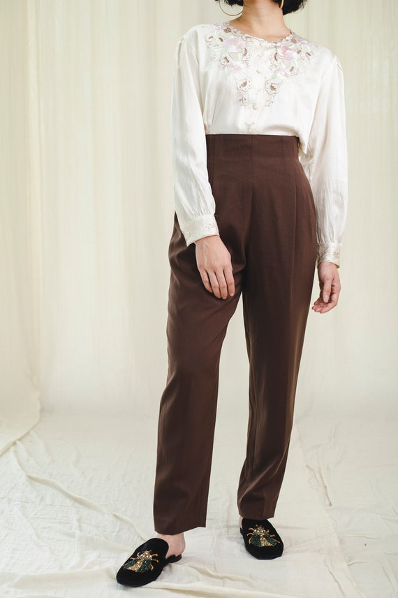 Trousers l High-waisted vintage trousers in brown
