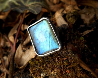 Natural Labradorite Gemstone Ring made with Tiffany technique, Healing Stone, Statement ring