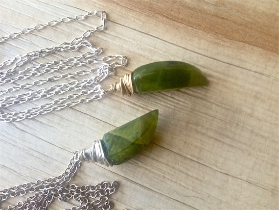 BOHO JEWELRY Horn Necklace Heart Chakra Green Necklace Vesuvianite Idocrase Pendant Mixed Metals Minimalist