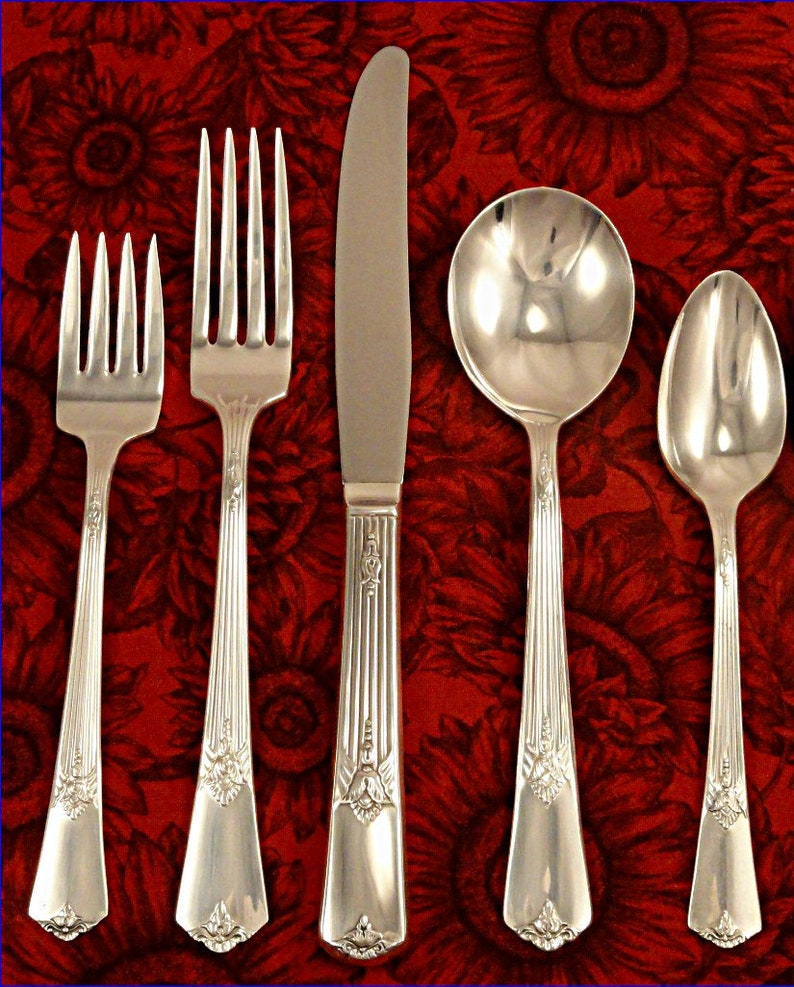 4 Wm Rogers Sectional Guild Cadence Pattern Silverplate Flatware Dinner Knives