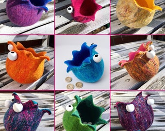 Small stuffers made according to their own colour wishes - hand felted decoration - storage - felt bowl - bowl - felt basket - utensilo
