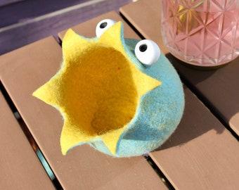 Small stuff eater in light blue + yellow - hand-felted decoration - storage - felt bowl - felt basket - Utensilo - a unique AnnaBlumenkind piece