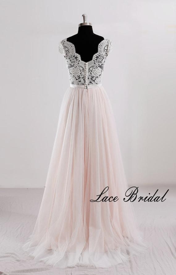 competitive price 58764 ad093 Eine Linie Hochzeit Spitzenkleid mit Cap-Ärmeln V Ausschnitt Brautkleid mit  Tüllrock
