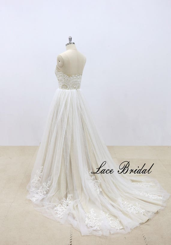 Romantic Lace Wedding Dress Vintage Inspired Bridal Gown Ivory Tulle Wedding Dress With Champagne Underlay