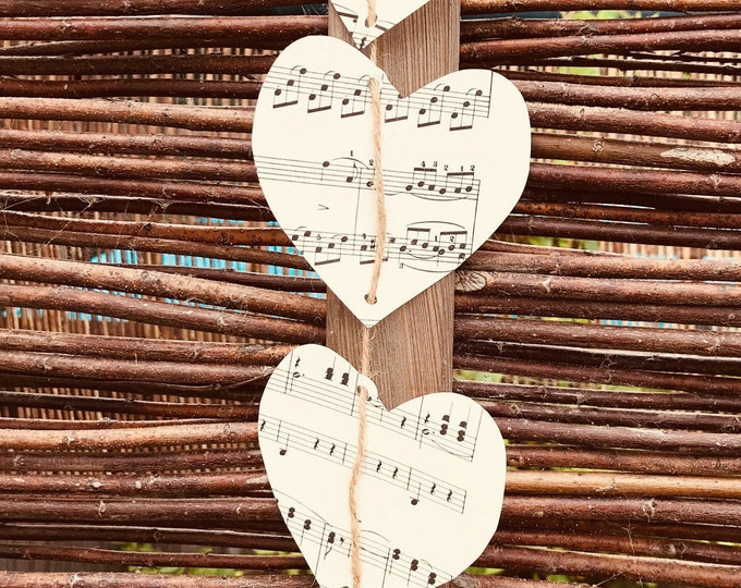 Vintage Music Score Heart Vertical Hanging Garland, Wedding Day Decor, Vintage Themed Wedding, Rustic, Event Dressing, Decorative Bunting.
