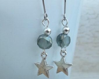 Earrings star olive green