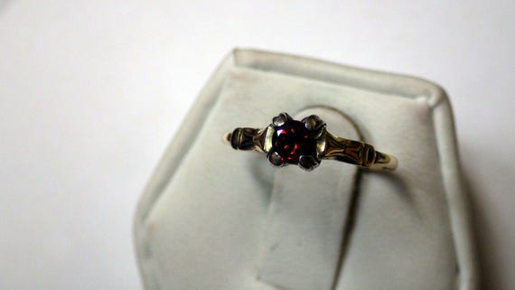 PETITE GOLD SOLITAIRE Vintage  Ring - image 7