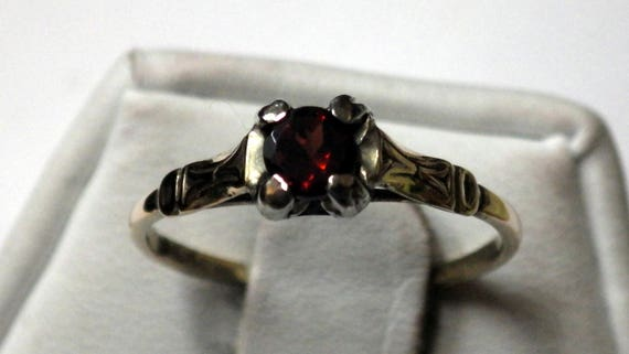PETITE GOLD SOLITAIRE Vintage  Ring - image 4