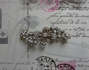 silver coloured stone brooch