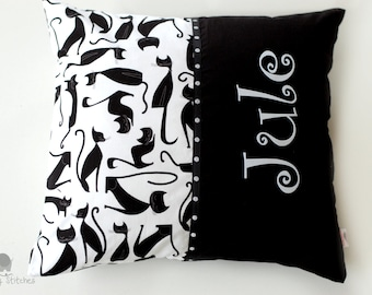 Name pillow cats, black and white cats pillow, name cushion cats, baby pillow cats, black and white nursery decór, cat pillow, for cat lover
