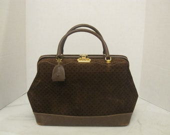 ca8f0db37f5f Gucci vintage doctors bag   1970s square G brown suede leather train case    Gucci large Beauty case handbag
